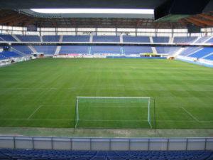 voetbalstadion grasmat en tribune