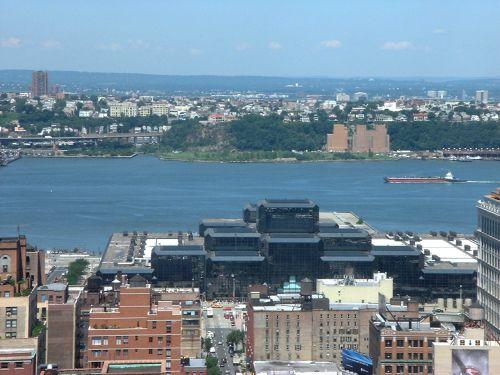 rivier die langs Manhattan en Jersey City stroomt