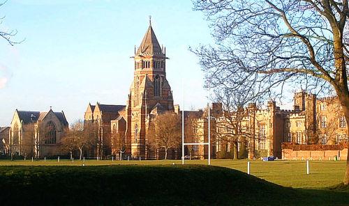 De sportvelden van de school Rugby waar het spel zou zijn uitgevonden.